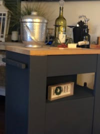 Beautiful island / cart with  butcher block top  Centreville