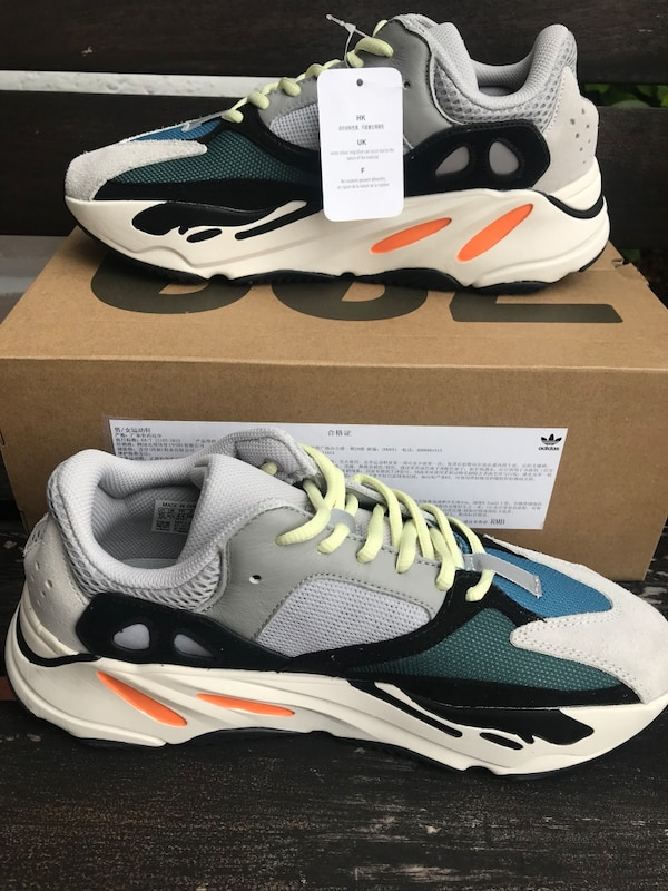 ba7abfa30a5 Used Yeezy Wave Runner 700 Solid Grey size 10 for sale in Doral - letgo