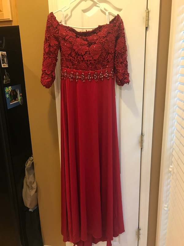 Red off the shoulder JJ House prom or homecoming dress size 6 (Never worn still has tags)
