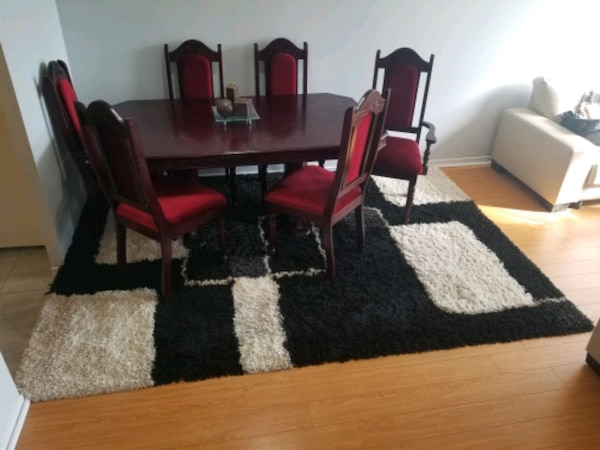 Cherry wood dining table with six chairs end price negotiation 66c63e42-7d8b-48ee-b085-cb49cf9e3ab9