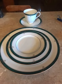 5 piece 6 place setting plus oval platter  nikko fine China never used  Raceland, 70394