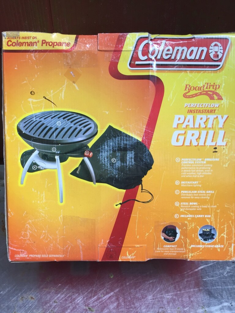 Photo Black and white coleman party grill propane