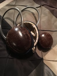 Coconut purse and coin holder.  Vaughan, L4H 1N7