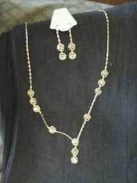 silver-colored necklace with earrings Los Angeles, 90002