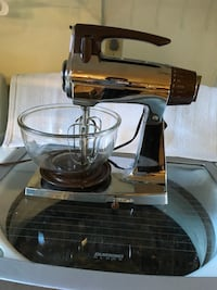 Vintage sunbeam mixmaster in brown and cbrome Houston, 77063