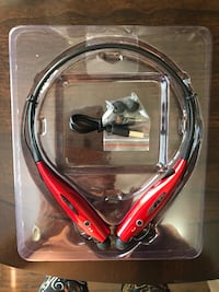 Red and black Wireless headphones 800 mi