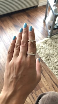 Chained ring and midi ring with stones in size 7   Toronto, M4W 1L1