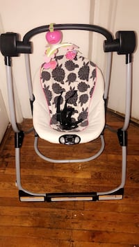 Baby's white and black swing chair Uniondale, 11553