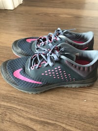 NIKE SNEAKERS - Size 6 Ladies  Halifax