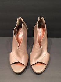 Ladies Shoes: Taupe leather  Open Toe Wedge Sandals Size 8.5 Lansdowne