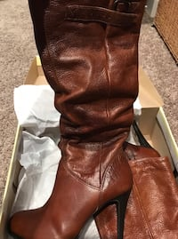 Brown leather Cathy Jean boots size 7 barely used  Modesto, 95355