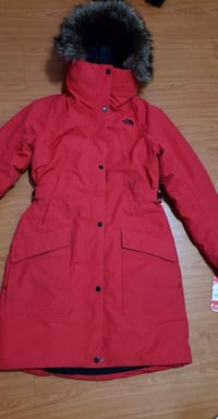 Bnwt ladies small North Face 3/4 length $160 Winnipeg, R2W