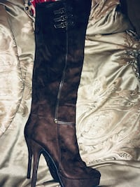 Pair of brown leather knee-high boots size 6 Bridgeport