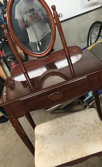 Make up Dresser/table Gatineau, J8V 0K1