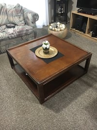 Rectangular brown wooden coffee table Kitchener, N2M 3X9