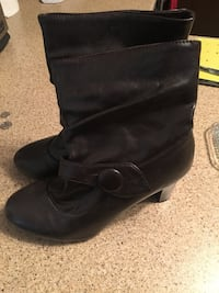 pair of black leather heeled booties Trois-Rivières, G8Y 1C1