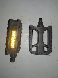 two black bike pedals
