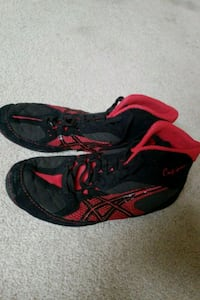 black-and-red Nike running shoes Manchester, 37355