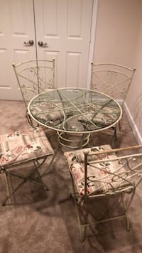 Shabby chic Pier one table with 4 chairs