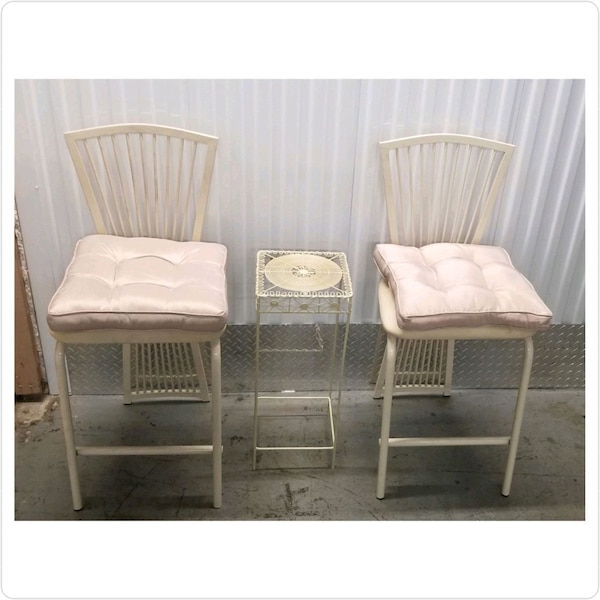 Vintage metal ulphurstered chair set 04534ef6-156a-41a5-992a-b8aaebfa78cd