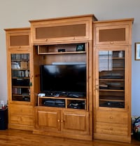 """Entertainment Ctr. Ethan Allen. Cabinet for 42"""" TV & 2 side cabinets. Leesburg, 20175"""