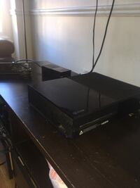 Xbox one 500gb comes with downloaded games and accounts READ DESCRIPTION Richmond Hill, L4B 2Z8