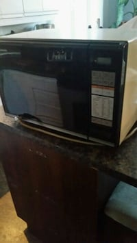 black and gray microwave oven 790 km