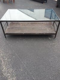 Coffee table w/ glass top Chicago, 60638
