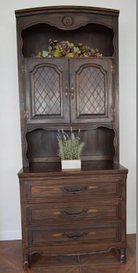 Antique Country-Style Cupboard. PERFECT CONDITION. Las Vegas