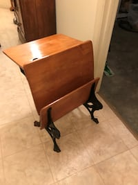 Antique Childs school desk 70 mi