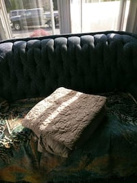 King bedspread,gold,5$ East Providence