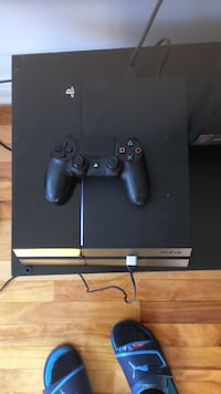 black Sony PS4 console with controller Montréal, H3N