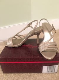 Gold heels. Size 5. Worn once Calgary, T2B 0A6