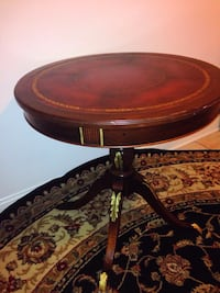 round brown wooden pedestal table Paterson, 07501