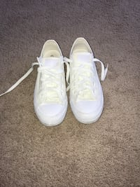 white converse size 6 Maple Ridge, V2X 0X9