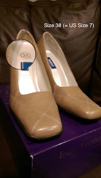 Size 7- Brown leather heeled shoes