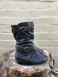 pair of black leather double-buckled boots Modesto, 95351