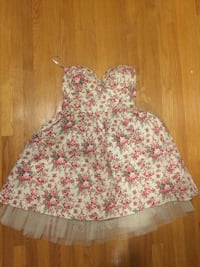pink and white floral bra Kitchener, N2A