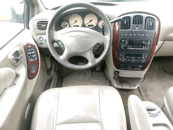 Chrysler - Town and Country - 2003 50e002d0-40d5-4506-8bba-82132ef46a95