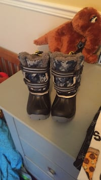 New size 8, hot paws. Warm and quality toddler boot. Laval, H7Y 2C1