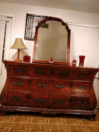 Solid wood giant BROYHILL dresser with mirror and  Annandale, 22003