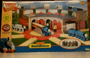 Thomas & Friends Deluxe RoundHouse new in box!