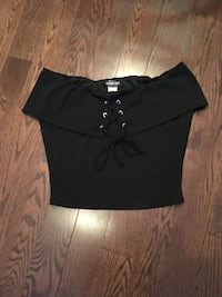 Black cropped top  Barrie, L4N 0B1