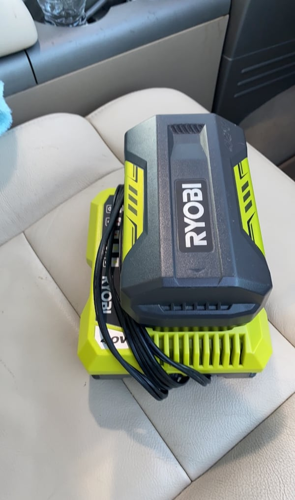 RYOBI 2.6Ah 40V LITHIUM BATTERY WITH CHARGER.  7d7ffbf6-1e51-4acc-87c8-5992f0d71822