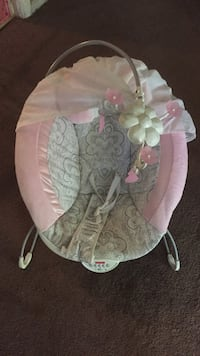 baby's pink and white bouncer Columbus, 31909