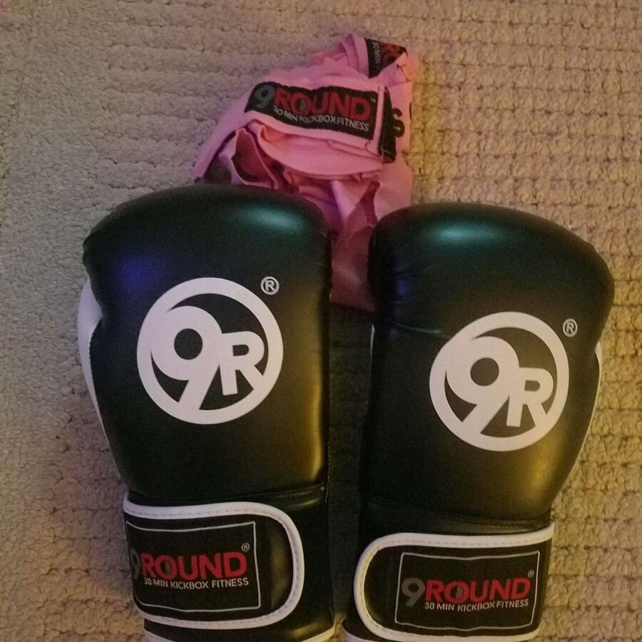9 round boxing gloves