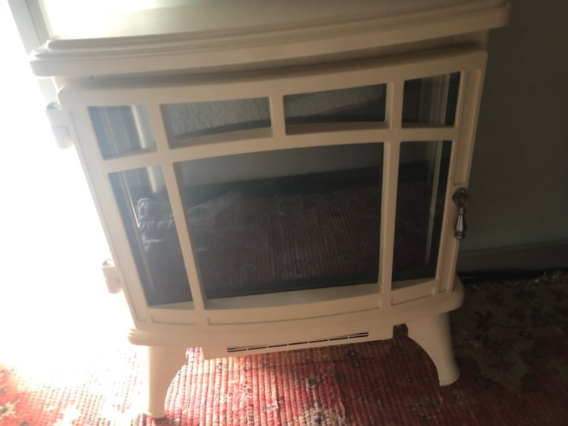 MOVING SALE - leaving October - Electric fireplace style heater 7618ed59-4ead-4275-b831-e7ca11eb0c57