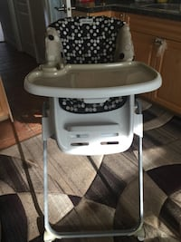 baby's white and black Graco high chair Burnaby, V5G 1C9