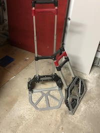 Foldable hand truck. One left in stock Montréal, H1J 2A2