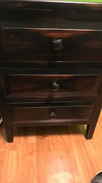Brown wooden 3-drawer nightstand